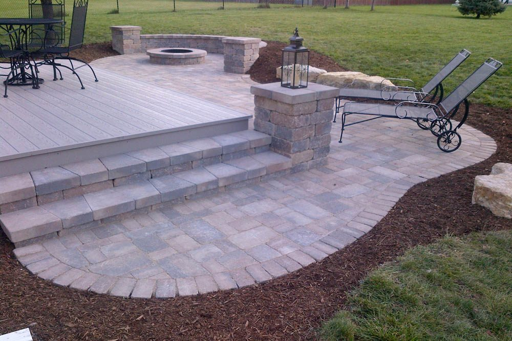 patio with step and pit