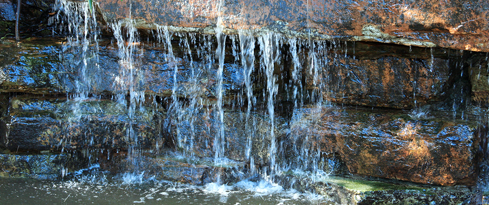meyer-landscape-water-feature-trickling-close-up