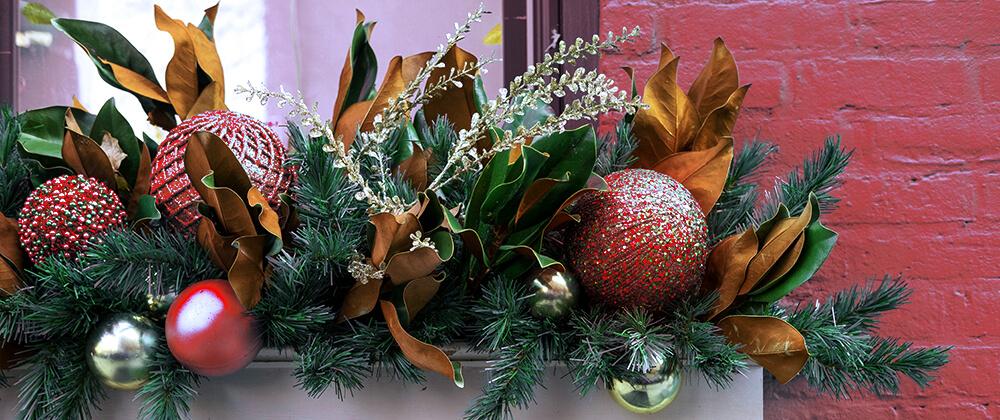 living-holiday-decor-evergreen-porch-planter