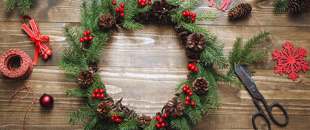 living-holiday-decor-homemade-evergreen-wreath